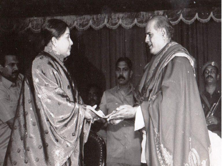 Dr.SCM-Award -Isai Perararingam title from Cheif Minister of Tamilnadu J.Jayalalitha